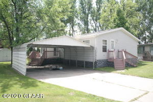 2443 LAWNDALE RD, GRAND FORKS, ND 58201