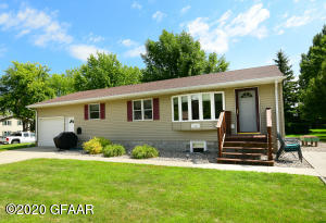 2112 7TH Avenue NW, EAST GRAND FORKS, MN 56721