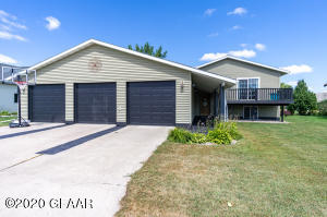 1309 GREENWAY Boulevard, EAST GRAND FORKS, MN 56721