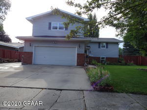 827 24TH ST S, GRAND FORKS, ND 58201