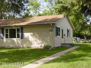 610 17TH ST NW, EAST GRAND FORKS, MN 56721
