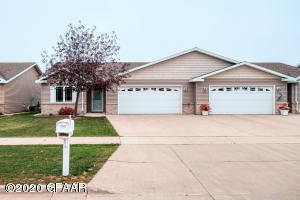 2122 PEMBROOKE DR, GRAND FORKS, ND 58201