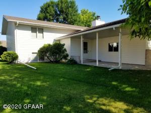 4555 HOMESTEAD Circle, GRAND FORKS, ND 58201