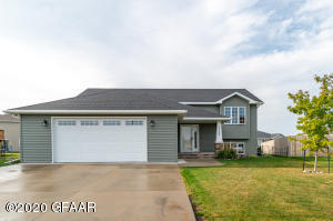 5568 GALLATAN Circle, GRAND FORKS, ND 58201