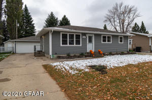 2611 CRESCENT Drive, GRAND FORKS, ND 58201