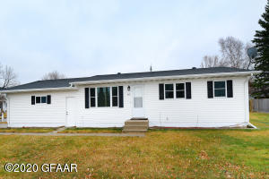 905 S COLUMBIA Road, GRAND FORKS, ND 58201