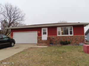 621 41ST AVE S, GRAND FORKS, ND 58201
