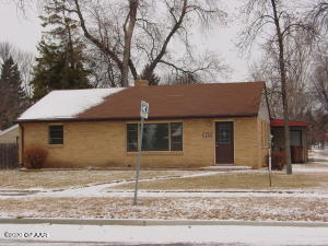 802 17TH ST NW, EAST GRAND FORKS, MN 56721