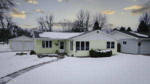 1442 15TH ST S, GRAND FORKS, ND 58201