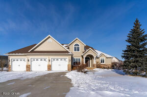 592 BEACON Circle, GRAND FORKS, ND 58201