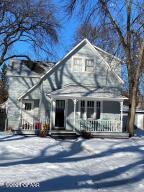 812 CHESTNUT ST, GRAND FORKS, ND 58201