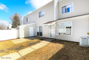 44 PARKVIEW CIRCLE, GRAND FORKS, ND 58201