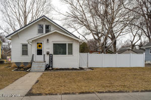 1121 COTTONWOOD Street, GRAND FORKS, ND 58201