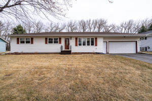 319 EASTVIEW Drive, LARIMORE, ND 58251