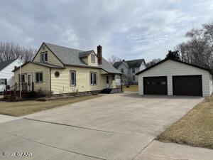 312 SUMMIT Avenue, CROOKSTON, MN 56716