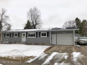 2702 10TH Street S, GRAND FORKS, ND 58201