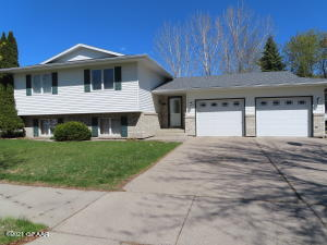 2645 S 19TH ST, GRAND FORKS, ND 58201