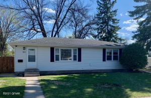 1511 14TH Avenue S, GRAND FORKS, ND 58201