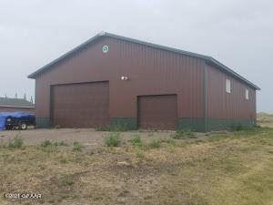 204 VALLEY Drive, DEVILS LAKE, ND 58301