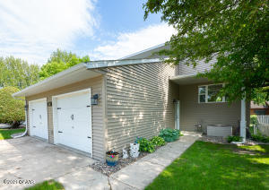 621 GREAT PLAINS Court, GRAND FORKS, ND 58201