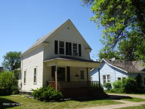 608 CHESTNUT Street, GRAND FORKS, ND 58201