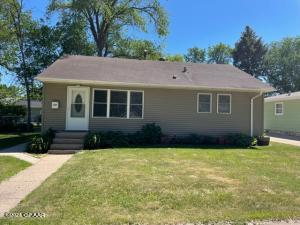 1107 SUNSET Drive, GRAND FORKS, ND 58201