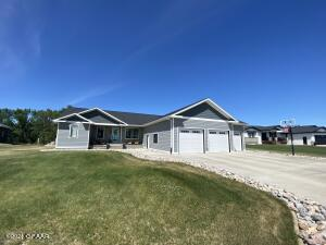 132 NORTH STAR Drive, PARK RIVER, ND 58270