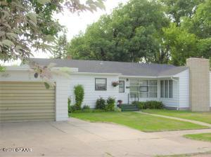 147 COLUMBIA Court, GRAND FORKS, ND 58203
