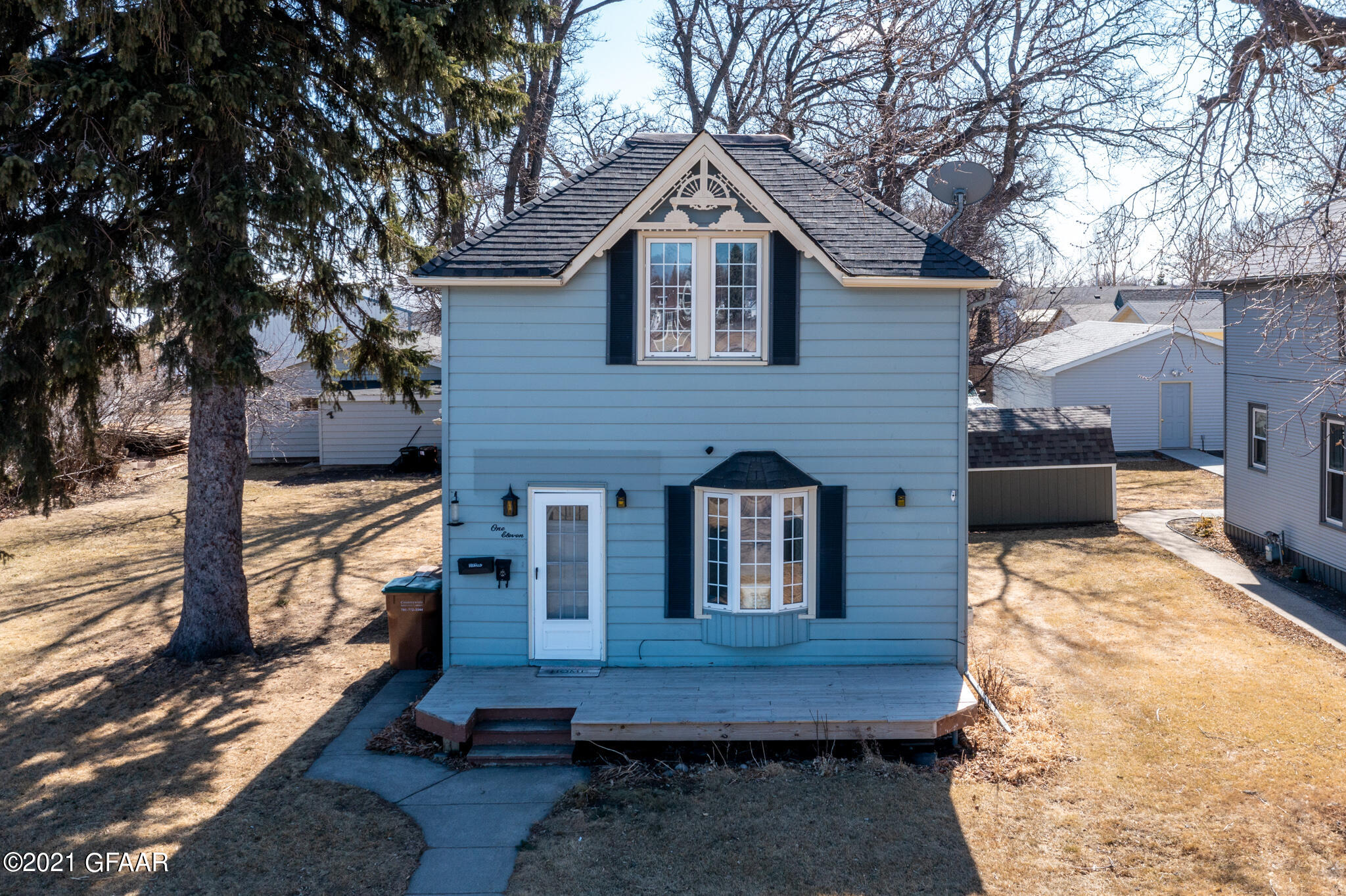 Great starter character home near downtown East Grand Forks. Home features include tall ceilings on main floor, fireplace, two stall garage and large side yard. Main floor has large eat-in kitchen, laundry, and office with french doors. 2nd floor has three bedrooms and beautiful updated bathroom with clawfoot bath tub.