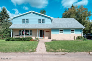 202 CLEO COURT, Grand Forks, ND 58201