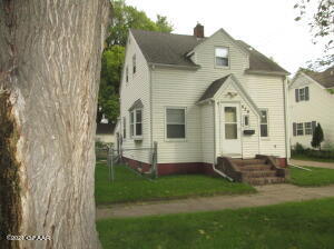 426 8TH Avenue S, Grand Forks, ND 58201