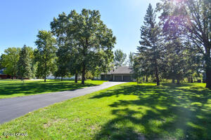 120 EASTWOOD Drive, Thief River Falls, MN 56701