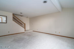 76 PARKVIEW Circle, Grand Forks, ND 58201