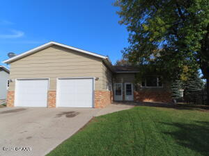 601-603 GREAT PLAINS Court, Grand Forks, ND 58201