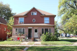 802 COTTONWOOD ST, Grand Forks, ND 58201