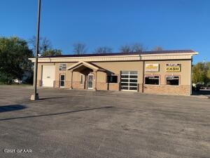 910 WASHINGTON Street S, Grand Forks, ND 58201