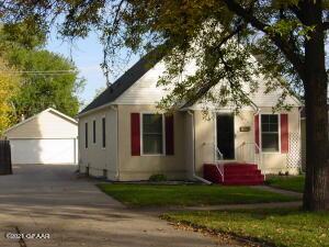 1323 WALNUT Street, Grand Forks, ND 58201