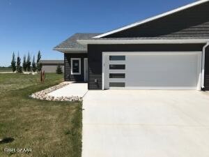 3944 S 35TH, Grand Forks, ND 58201
