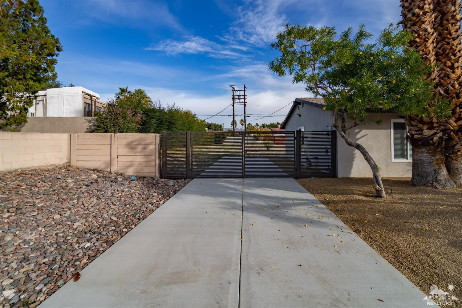 2390 E Racquet Club Road, Palm Springs, California 92262, 3 Bedrooms Bedrooms, ,2 BathroomsBathrooms,Residential,Sold,2390 E Racquet Club Road,219015377