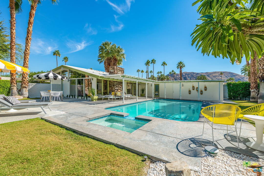 1040 E LA VERNE Way, Palm Springs, California 92264, 3 Bedrooms Bedrooms, ,4 BathroomsBathrooms,Residential,Sold,1040 E LA VERNE Way,19506994