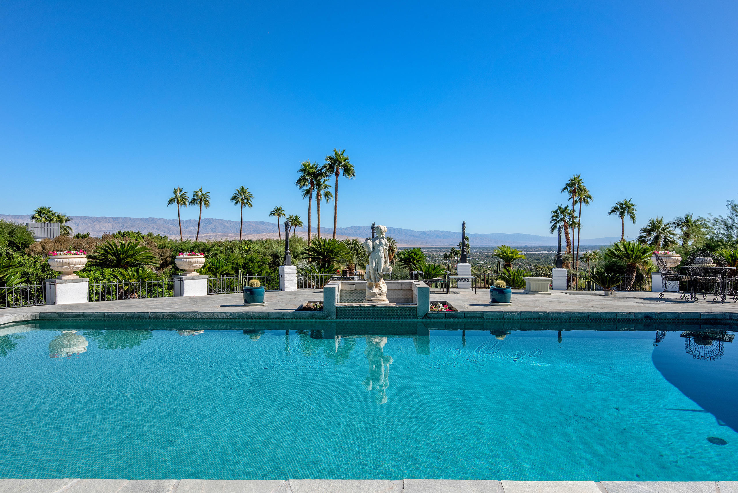 Photo of 1090 W Cielo Drive, Palm Springs, CA 92262