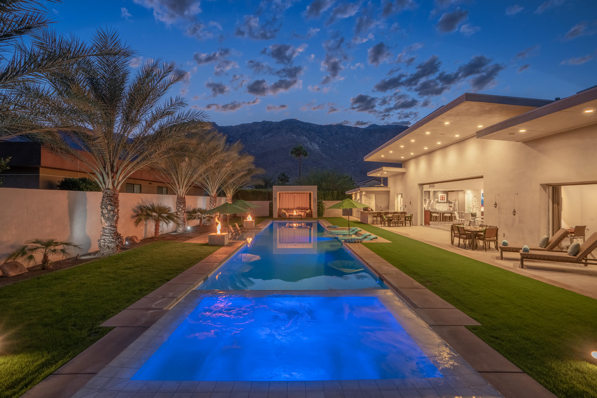 3182 Las Brisas Way, Palm Springs, CA 92264