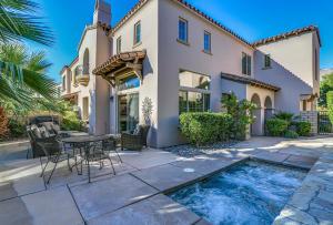 380 Ameno Drive E, Palm Springs, CA 92262