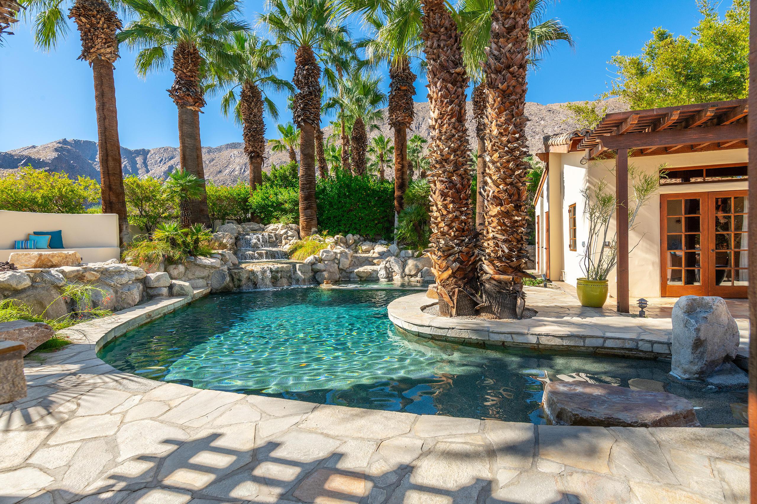 Photo of 431 W Monte Vista Drive, Palm Springs, CA 92262