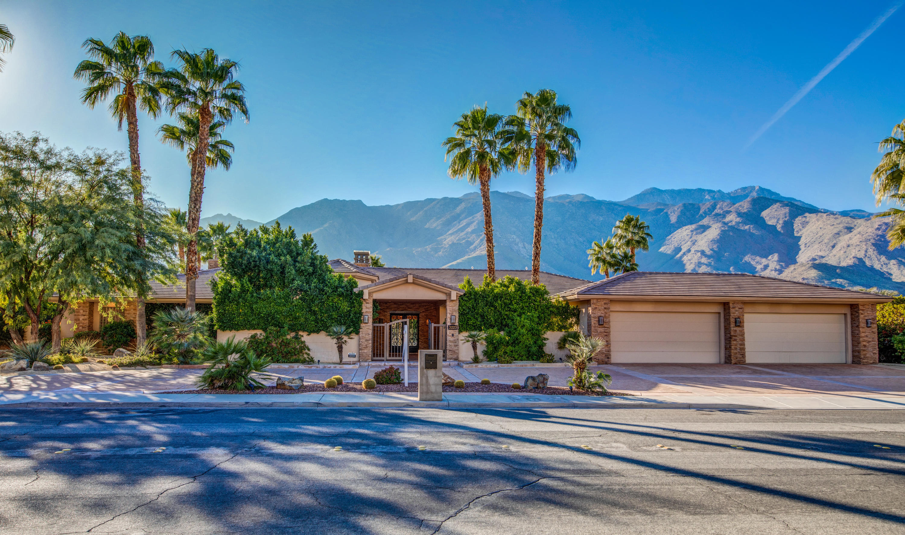 Photo of 3223 E Bogert Trail, Palm Springs, CA 92264