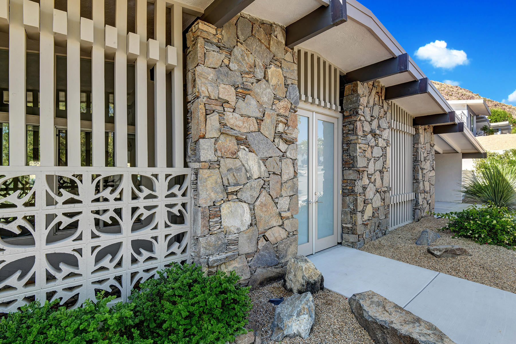 Photo of 1287 Los Robles Drive, Palm Springs, CA 92262