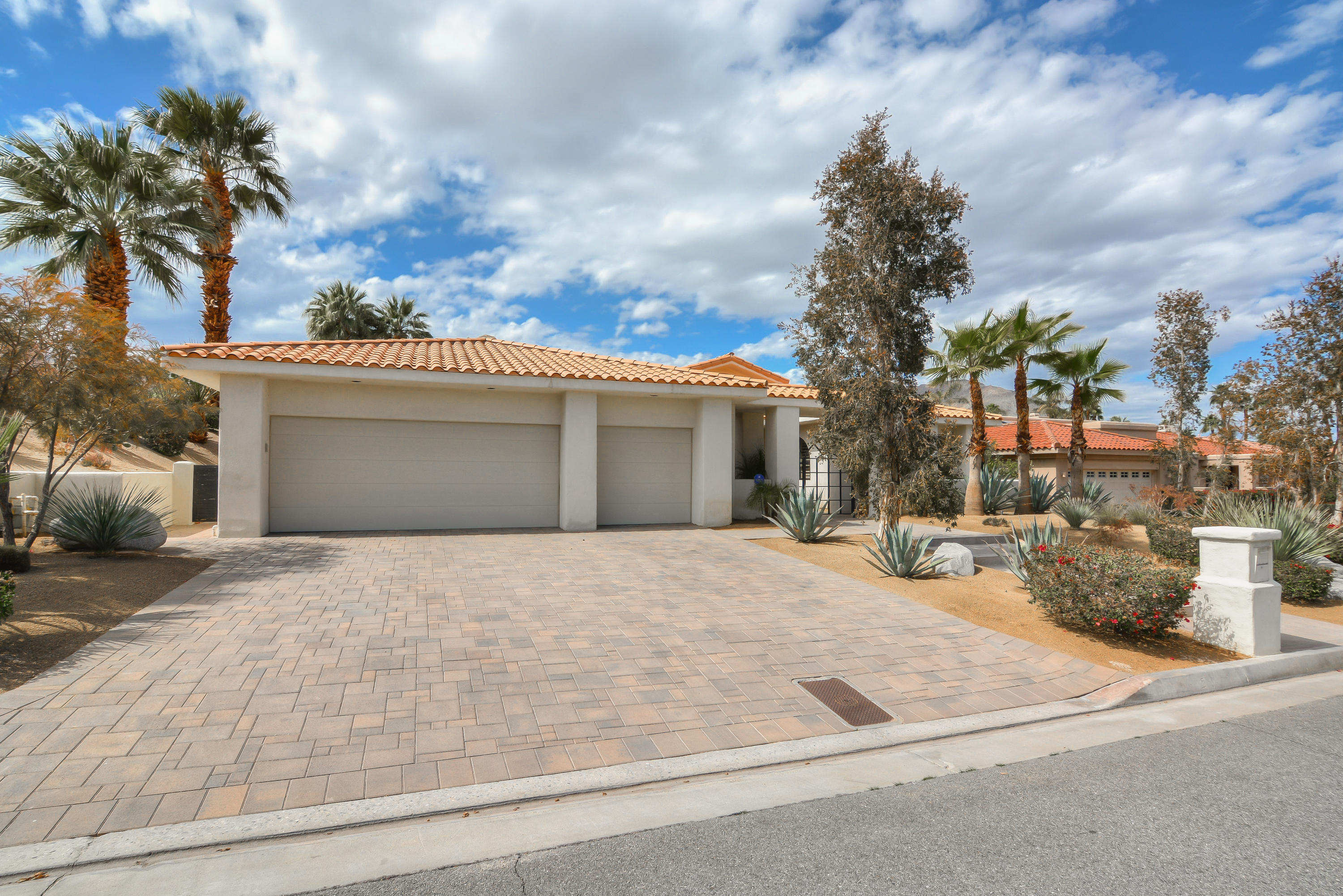 48571 N View Drive, Palm Desert, California 92260, 4 Bedrooms Bedrooms, ,3 BathroomsBathrooms,Residential,For Sale,48571 N View Drive,219037605