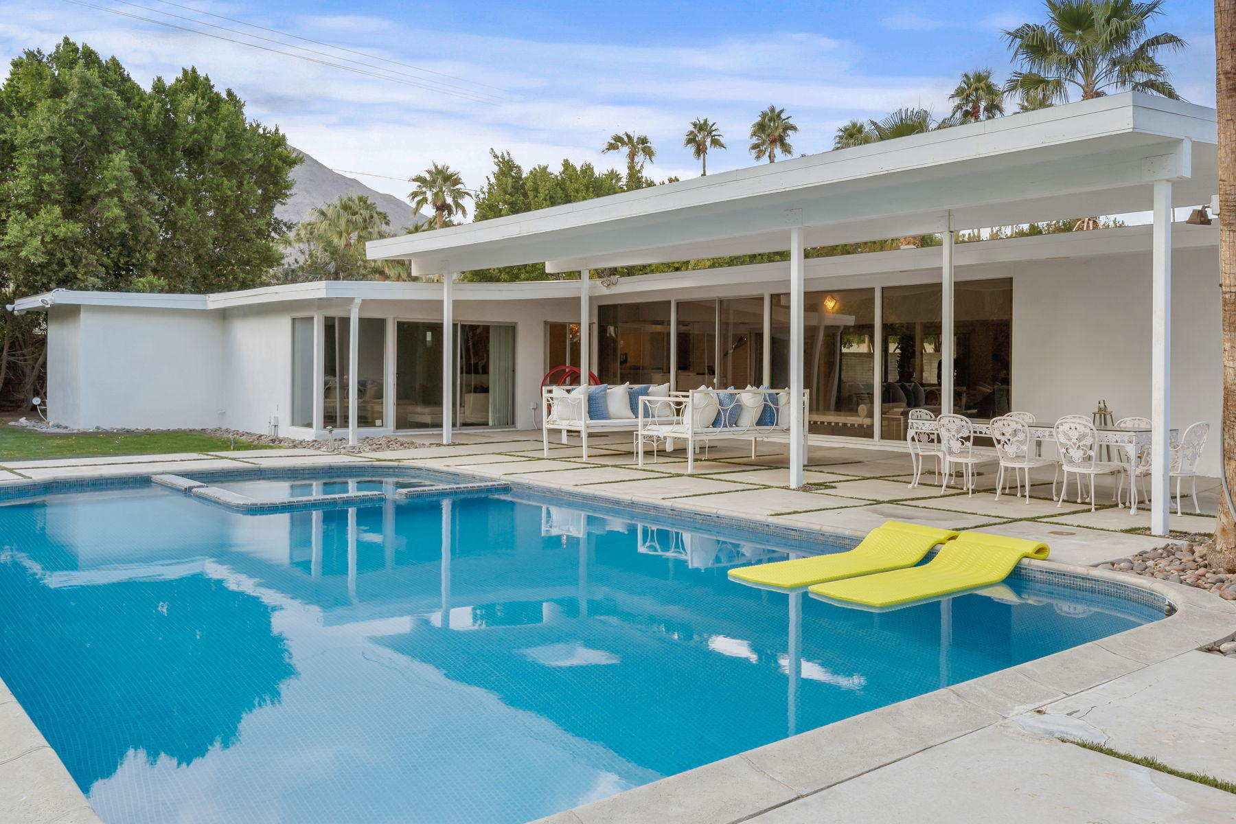 Photo of 447 W Mariscal Road, Palm Springs, CA 92262