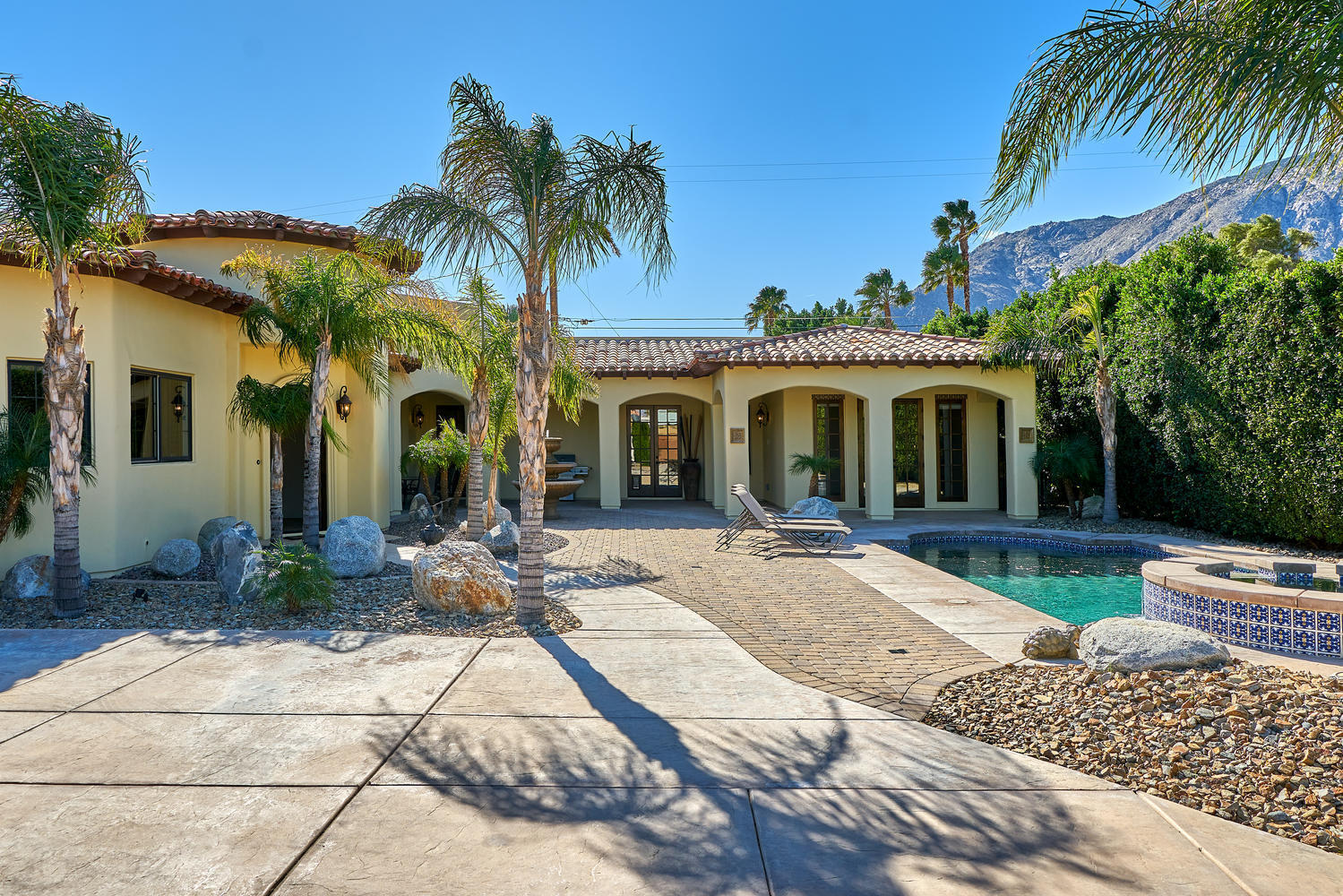Photo of 695 W Racquet Club Road, Palm Springs, CA 92262