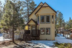 Property for sale at 562 Lakewood Lane, Big Bear Lake,  California 92315